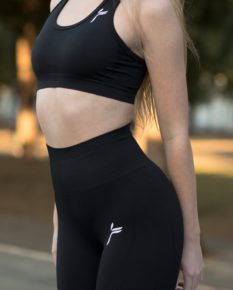 Famme Drop It Sports Bra Black disb-bk