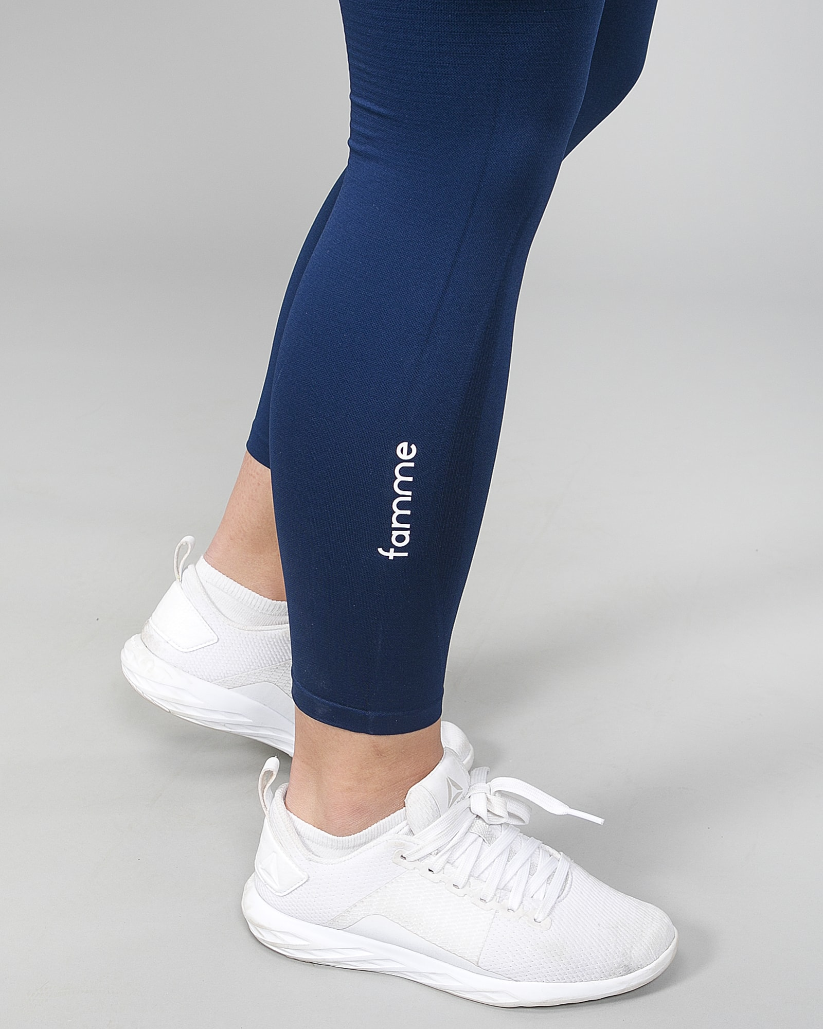 Famme Vortex Legging - Navy Blue vhwl-nv f