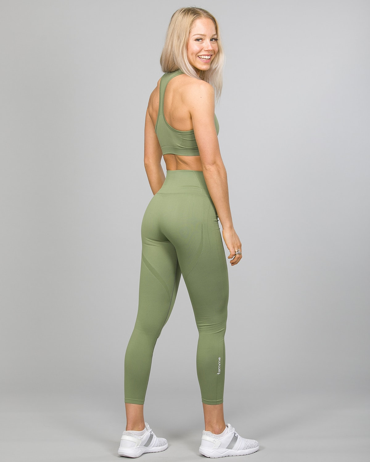 Famme Vortex Legging vhwl-ag and Drop It Sports Bra disb-ag Army Green e