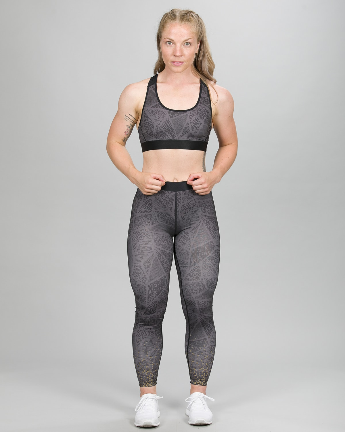 Skiny SK86 Long Running Tights 083114 and Crop Top 082701 – Dark Graphic e