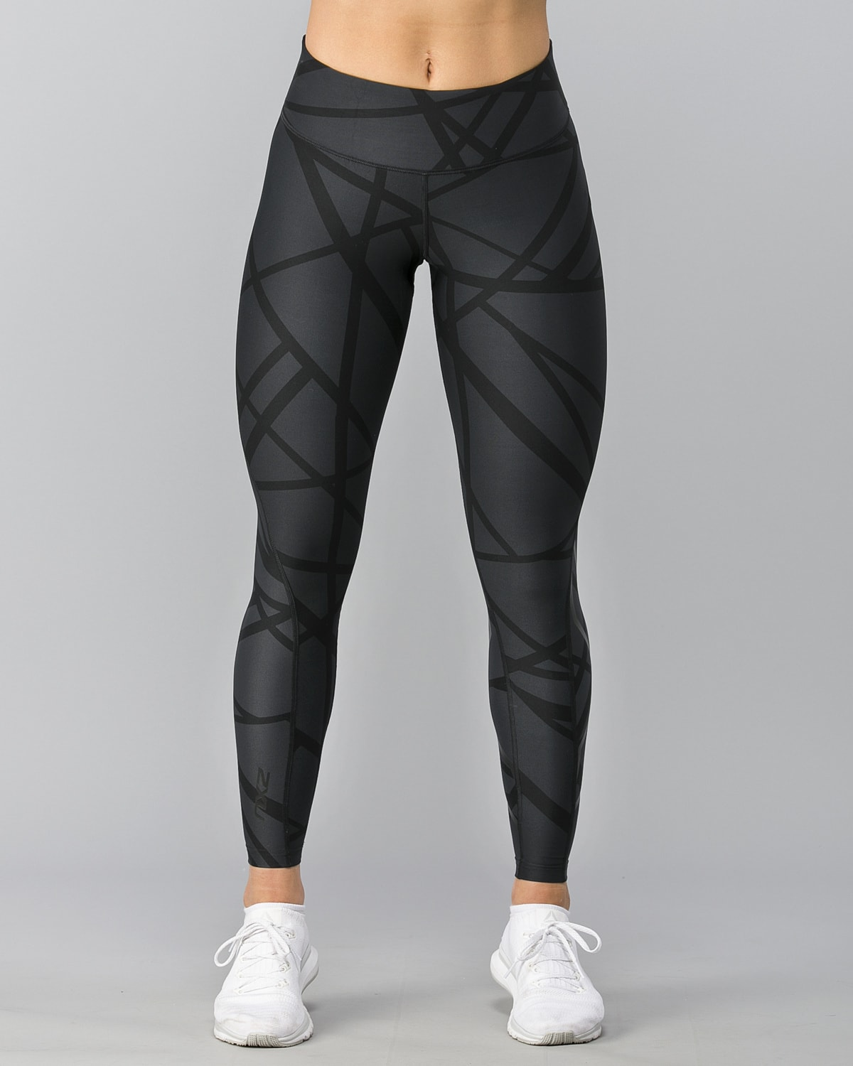 2XU-Print-Mid-Rise-Comp-Tights–Paint-Strokes-Nero