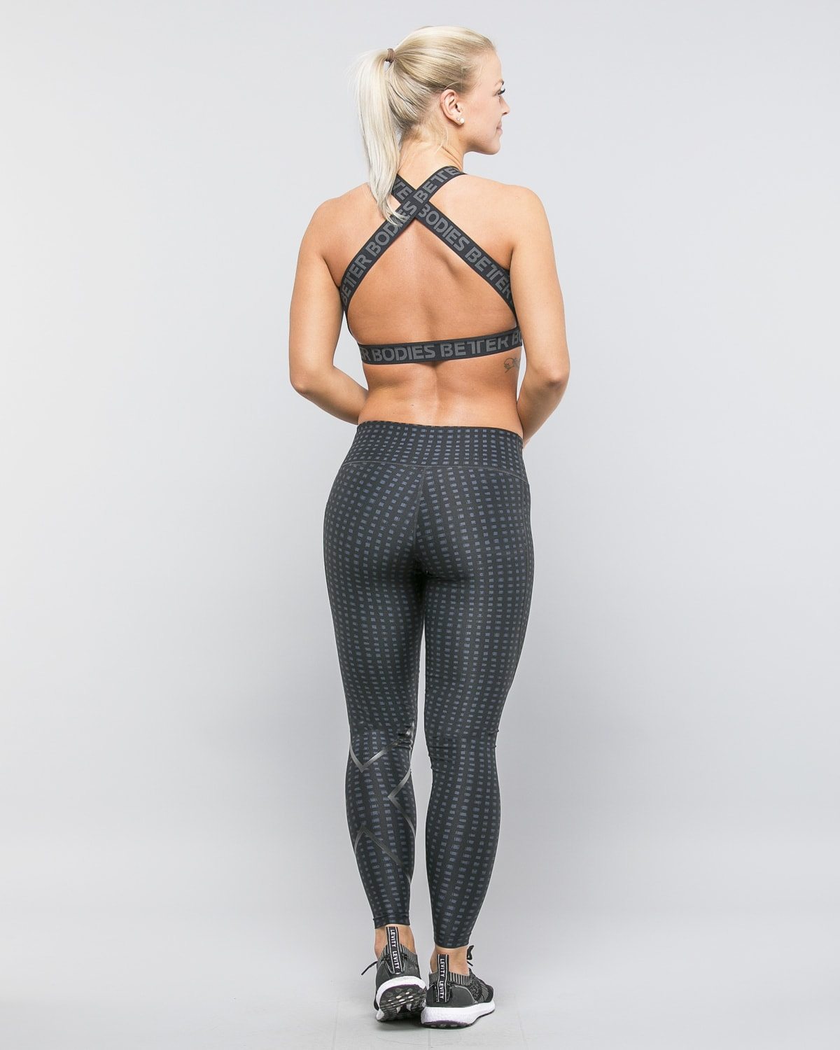 2XU-Print-Mid-Rise-Comp-Tights-W-Outer-Space-Urban-Grid-Nero4