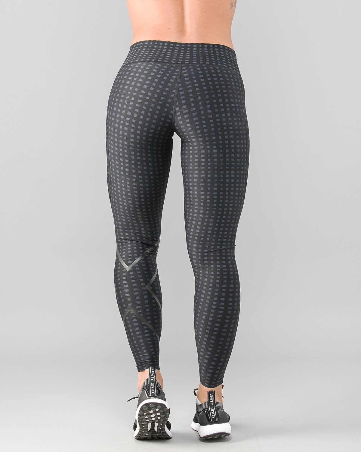 2XU-Print-Mid-Rise-Comp-Tights-W-Outer-Space-Urban-Grid-Nero6