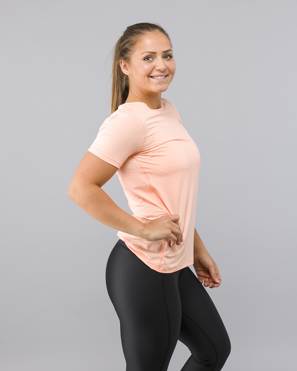 Under-Armour-Heatgear-Short-Sleeve-Shirt-Peach1