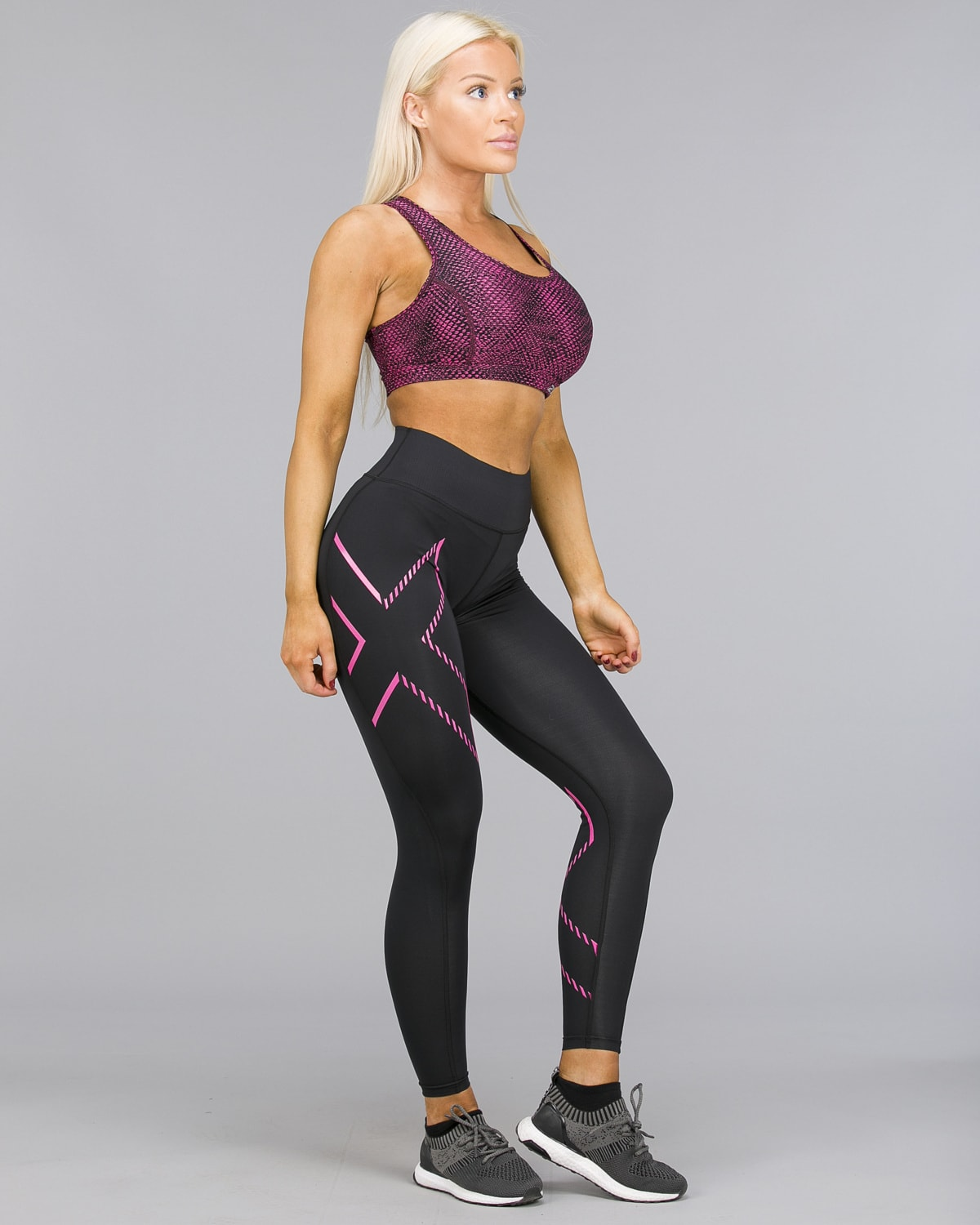 2XU – Bonded Mid-Rise Compression Tights – Black:Fracture Fuschia b