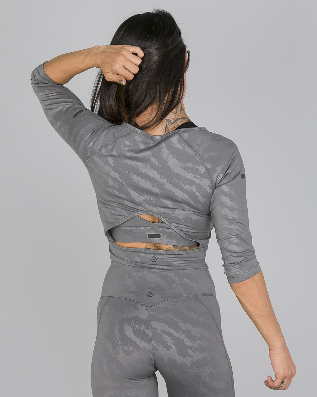 Workout Empire – Elevate Crop 3:4 Sleeve – Silver Grey5