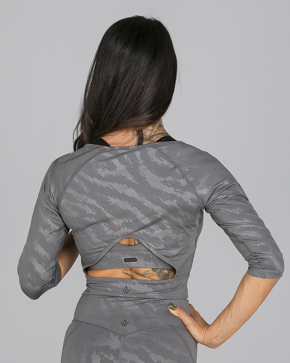 Workout Empire – Elevate Crop 3:4 Sleeve – Silver Grey9