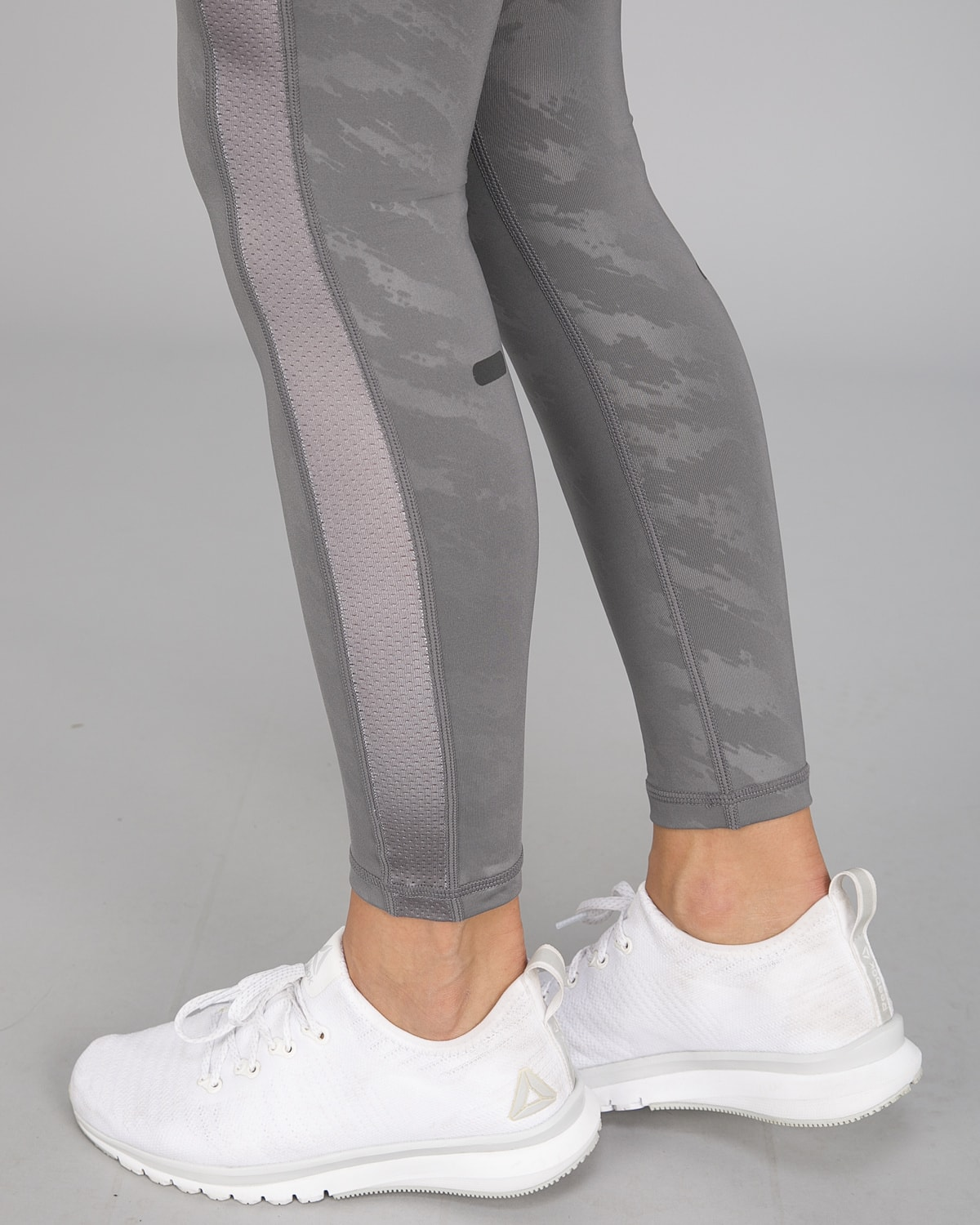 Workout Empire – Elevate Leggings – Silver1