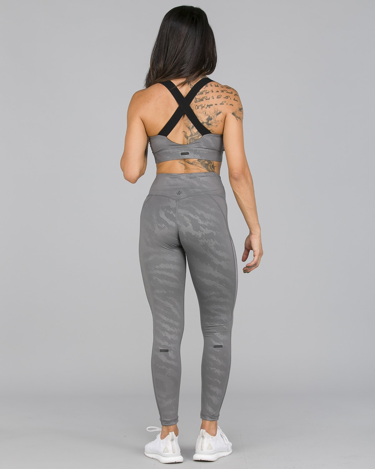Workout Empire – Elevate Leggings – Silver8
