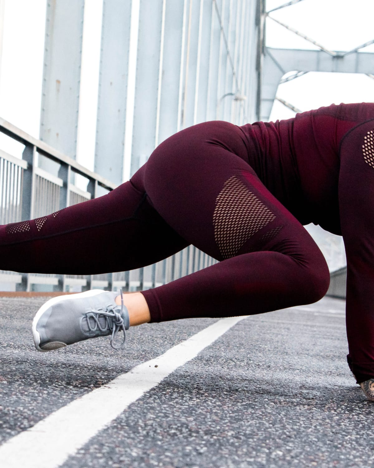 Training-tights-seamless-burgundy-queen-mesh